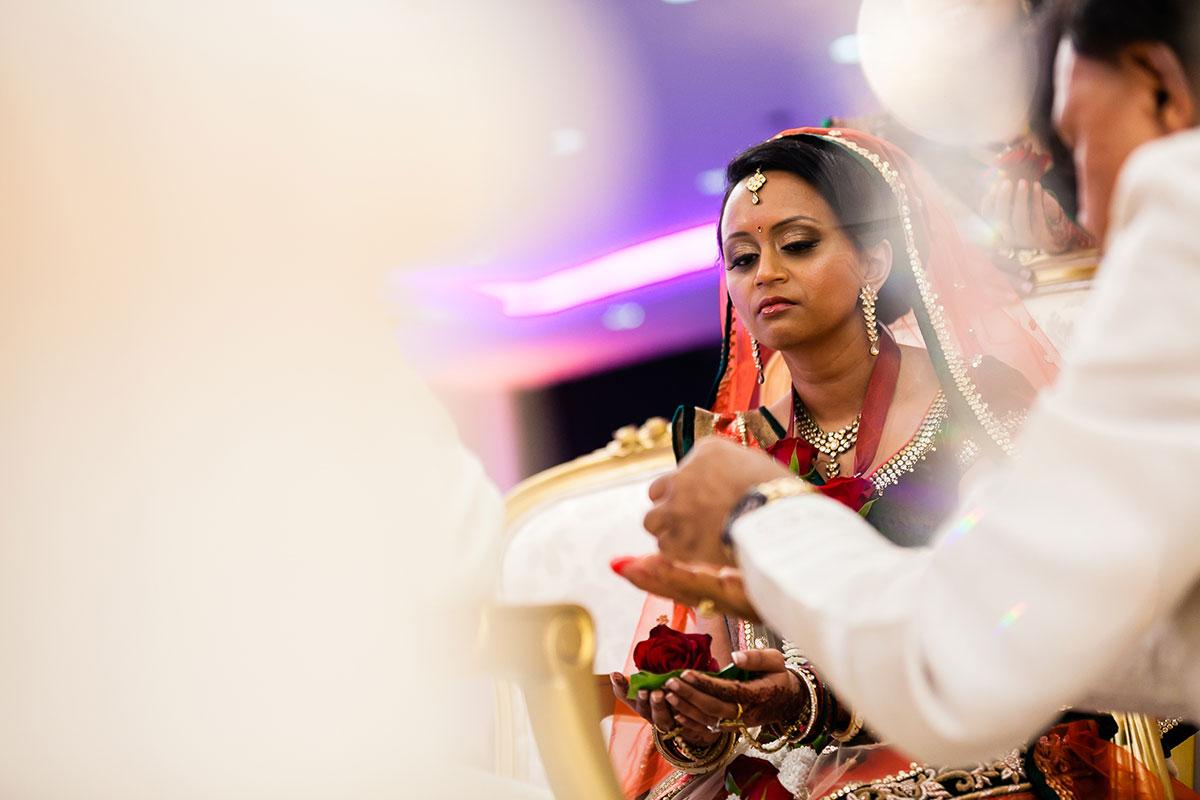 030 gujurati wedding photography hilton wembley
